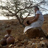 Mujer losera con vasijas de arcilla, Península de Araya, Estado Sucre, Venezuela