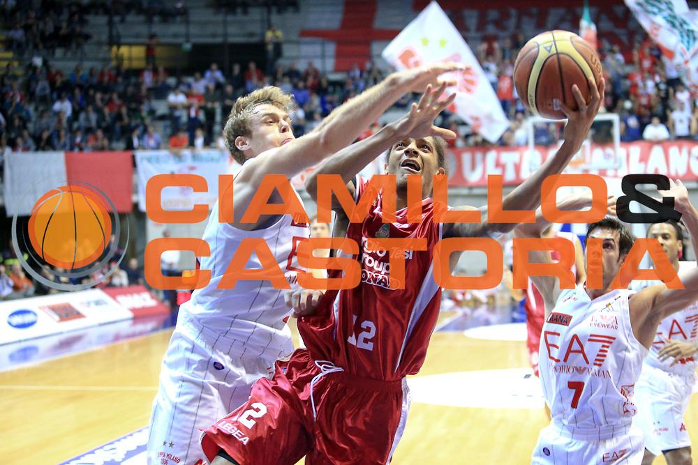 DESCRIZIONE : Desio Lega A 2013-14 EA7 Emporio Armani Milano Giorgio Tesi Pistoia<br /> GIOCATORE : Washington Deron<br /> CATEGORIA : Tiro<br /> SQUADRA : Giorgio Tesi Pistoia<br /> EVENTO : Campionato Lega A 2013-2014<br /> GARA : EA7 Emporio Armani Milano Giorgio Tesi Pistoia<br /> DATA : 04/11/2013<br /> SPORT : Pallacanestro <br /> AUTORE : Agenzia Ciamillo-Castoria/M.Mancini<br /> Galleria : Lega Basket A 2013-2014  <br /> Fotonotizia : Desio Lega A 2013-14 EA7 Emporio Armani Milano Giorgio Tesi Pistoia<br /> Predefinita :