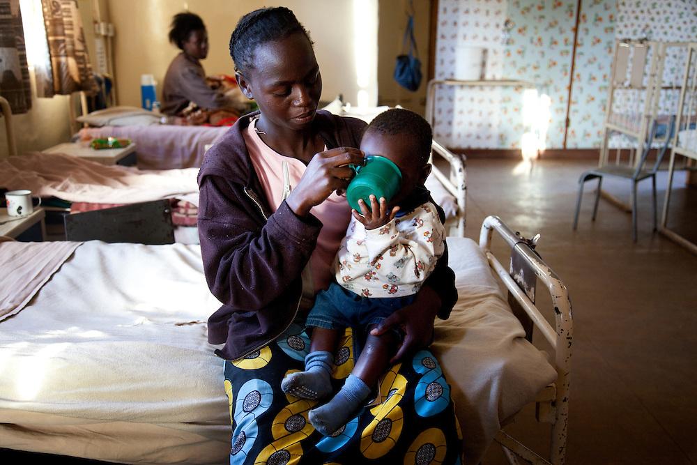Kaluba Chitauka with baby Oliver who has diarrhea. Childrens ward. Chikuni Mission Hospital, Zambia.