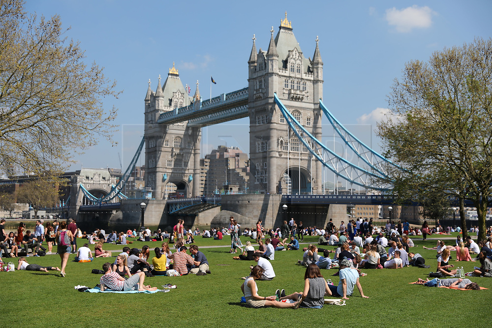 © Licensed to London News Pictures. 20/04/2018. London, UK. People on their lunch breaks enjoy the sun in front of Tower Bridge in London as record April temperatures continue in the capital. Photo credit: Rob Pinney/LNP