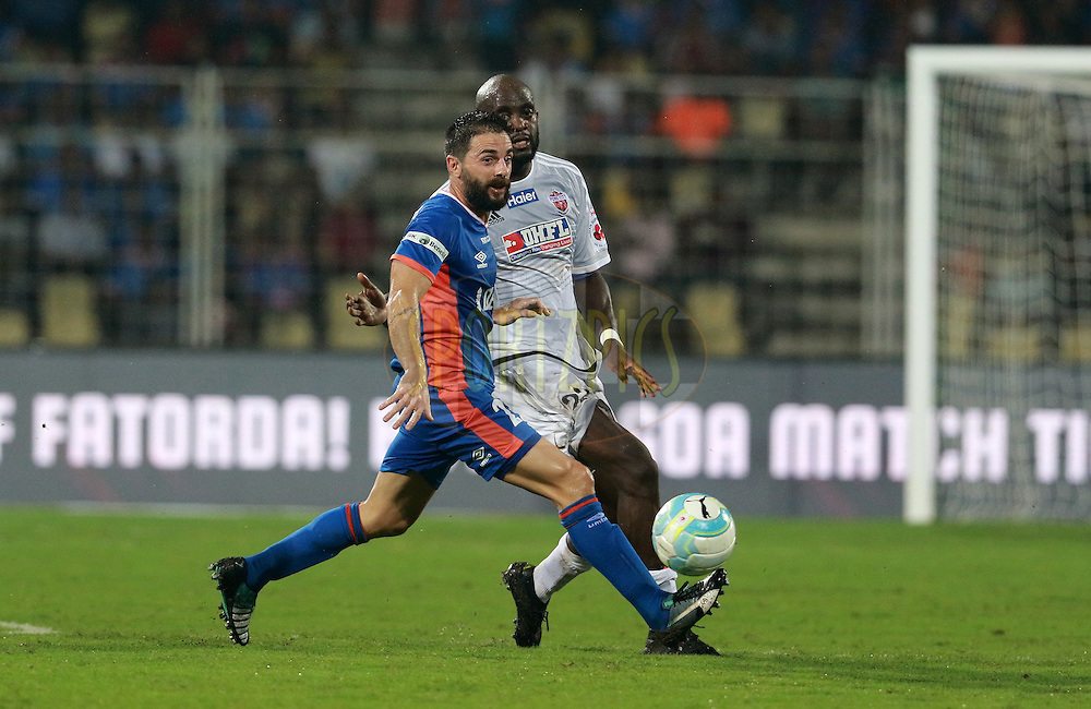 Joffre Gonzalez of FC Goa and Mohd Sissoko of FC Pune City in action during match 8 of the Indian Super League (ISL) season 3 between FC Goa and FC Pune City held at the Fatorda Stadium in Goa, India on the 8th October 2016.<br /> <br /> Photo by Vipin Pawar / ISL/ SPORTZPICS