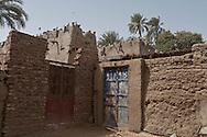 Egypt . Nile river valley -Daraw  pigeons towers  Daraw  , Nile river valley Egypt    /  pigeonniers du village de Daraw  au bord du Nil.    Daraw  Egypte