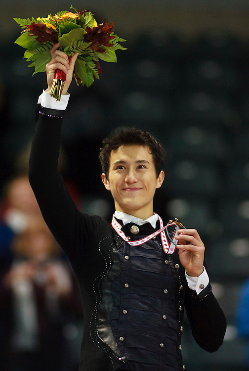 20101030 -- Kingston, Ontario -- Gold medalist Patrick Chan of Canada, centre, waves to the crowd during the medal ceremony for the mens competition at Skate Canada International in Kingston, Ontario, Canada, October 30, 2010. <br /> AFP PHOTO/Geoff Robins