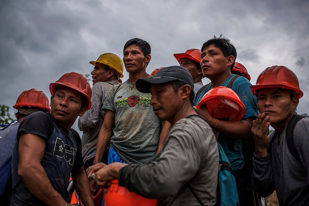 At the end of January 2016, the Norperuano Oil Pipeline, which transports oil from the heart of the Peruvian rainforest to the Pacific Ocean, collapsed in the Amazon region, at kilometer 440, and spilled into the Chiriaco River, in Awaj&uacute;n territory, about 2,000 barrels of oil. The accident affected 30 native communities y 7000 people, among them children, by the direct contact with the oil. It was not the only spill of this pipeline operated by Petroperu, the state-owned company. In 2016 there were 13 spills in different parts of the Amazon that poured about 8000 barrels of crude in the jungle. The Peruvian government declared in emergency the native communities affected by the spill, and the indigenous people fear for their future and for the jungle that is part of their worldview. <br /> Community of Chiriaco, Amazonas-Peru. February 2016