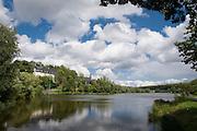 Unterer Teich (See), Schloss und Kirche, Stiege, Oberes Selketal, Harz, Sachsen-Anhalt, Deutschland | Lake Uneterer Teich, castle and church, Stiege, Upper Selke Valley, Harz, Saxony-Anhalt, Germany