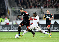30.12.2015, Mercedes Benz Arena, Stuttgart, GER, 1. FBL, VfB Stuttgart vs Hamburger SV, 19. Runde, im Bild Zweikampf, Aktion Pierre-Michel Lasogga HSV Hamburg Hamburger SV (links) gegen Geoffroy Serey Die VfB Stuttgart (rechts) // during the German Bundesliga 19th round match between VfB Stuttgart and Hamburger SV at the Mercedes Benz Arena in Stuttgart, Germany on 2015/12/30. EXPA Pictures © 2016, PhotoCredit: EXPA/ Eibner-Pressefoto/ Weber<br /> <br /> *****ATTENTION - OUT of GER*****