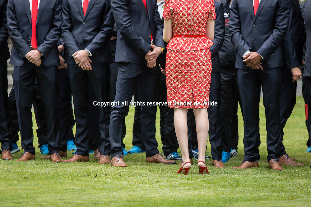 Rode Duivels ontvangst op het Koninklijk Paleis door koning Filip en koningin Mathilde.Rode Duivels ontvangst op het Koninklijk Paleis door koning Filip en koningin Mathilde. Koning Filip en Koningin Mathilde voegen zich bij de spelers voor de groepsfoto