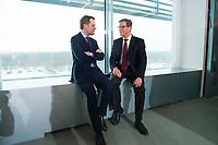 23 JAN 2013, BERLIN/GERMANY:<br /> Daniel Bahr (L), FDP, Bundesgesundheitsminister, und Guido Westerwelle (R), FDP, bundesaussenminister, im Gespraech, vor Beginn der Kabinettsitzung, Bundeskanzleramt<br /> IMAGE: 20130123-01-012<br /> KEYWORDS: Kabinett, Sitzung, Gespräch