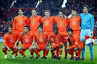 Fotball<br /> VM-kvalifisering<br /> Nederland v Armenia<br /> 30. mars 2005<br /> Foto: Digitalsport<br /> NORWAY ONLY<br /> Lagbilde Nederland<br /> achter: van nistelrooij, kromkamp , kuyt , mathijsen , van bommel en van der sar . voor: landzaat , bouma, cocu , castelen en van bronckhorst