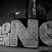 M&aacute;s que simples tags en las avenidas. El graffiti es un arte lleno de atributos y causa mayor impacto en las personas que lo aprecian. Aunque no dediquen tiempo en contemplar, en sus memorias de transe&uacute;ntes quedan impregnadas ciertas im&aacute;genes que son parte del camino.<br /> <br /> No a Hidroays&eacute;n se lee en todo el territorio nacional.