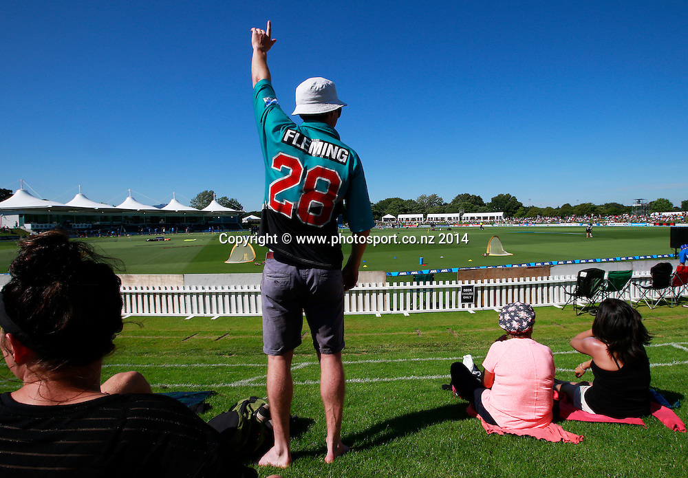 Crowd gathers on Day 1 of the boxing Day Cricket Test Match between the Black Caps v Sri Lanka at Hagley Oval, Christchurch. 26 December 2014 Photo: Joseph Johnson / www.photosport.co.nz