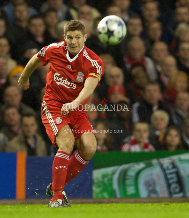 LIVERPOOL, ENGLAND - Wednesday, April 8, 2009: Liverpool's captain Steven Gerrard MBE in action against Chelsea during the UEFA Champions League Quarter-Final 1st Leg match at Anfield. (Photo by David Rawcliffe/Propaganda)