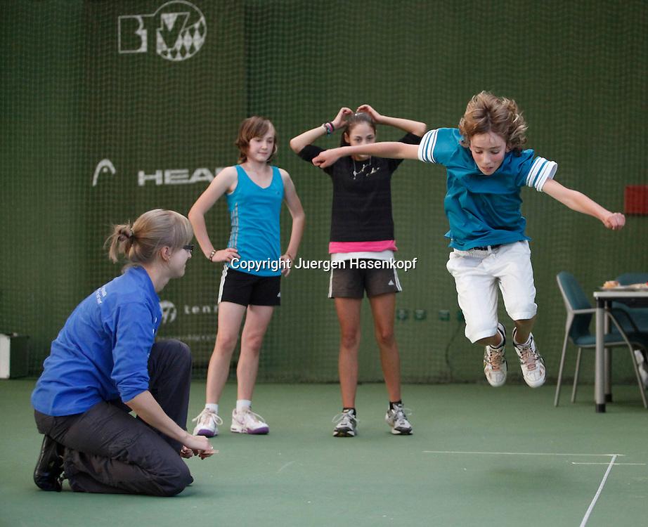 Leistungstest fuer bayerische Tennis Junioren in der FORMAXX TennisBase in Oberhaching ausgefuehrt durch ZeDI - Zentrum fuer Diagnostik und Intervention im Sport,Ruhr-Universität Bochum.