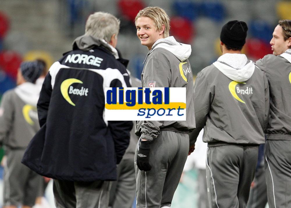 Fotball, 10. februar 2009 ,Trening foran privat-kampen mellom Norge og Tyskland<br /> Egil Olsen , Drillo trener Norge , og Erik Huseklepp i prat