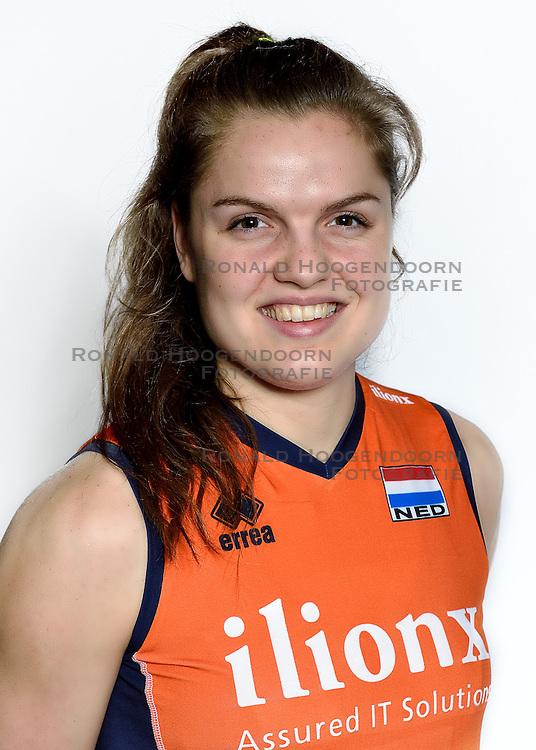 28-12-2015 NED: Nederlands Volleybalteam vrouwen, Arnhem<br /> Nederlands volleybalteam vrouwen op de foto met de nieuwe sponsorshirt ilionx / Yvon Belien #3