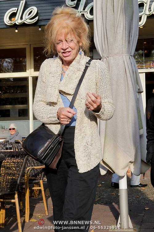 NLD/Hilversum/20111101- Sonja Barend heeft geluncht met vriendin Ellen Blazer