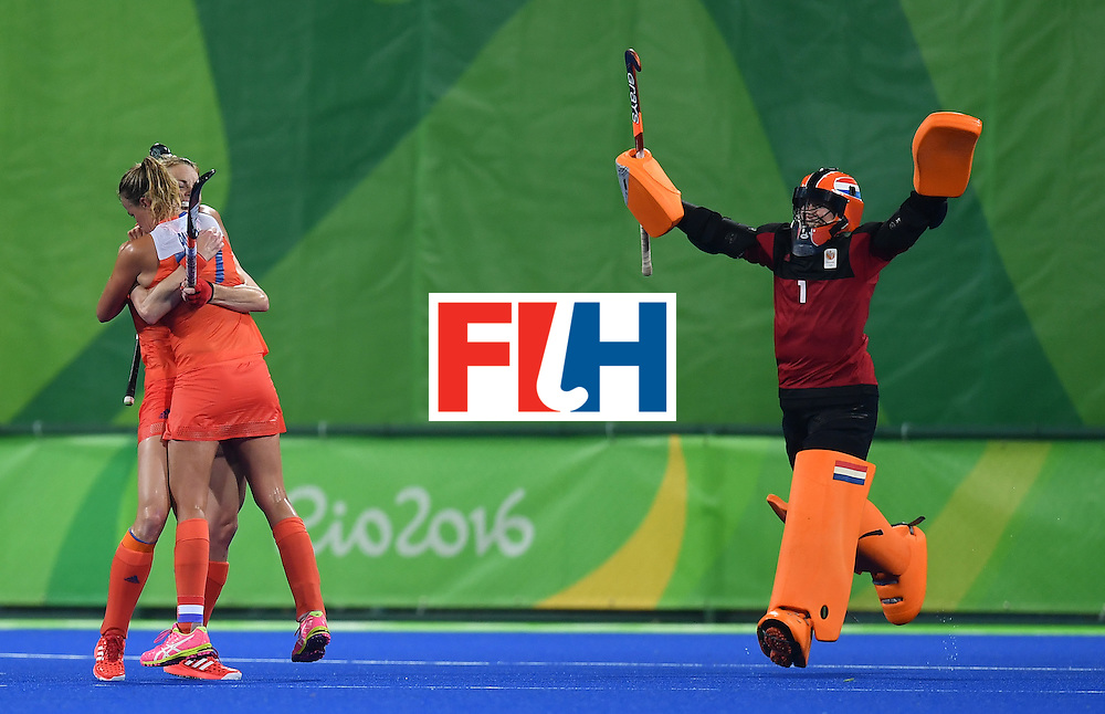Netherlands' players celebrate after winning the women's quarterfinal field hockey Netherlands vs Argentina match of the Rio 2016 Olympics Games at the Olympic Hockey Centre in Rio de Janeiro on August 15, 2016.  / AFP / MANAN VATSYAYANA        (Photo credit should read MANAN VATSYAYANA/AFP/Getty Images)