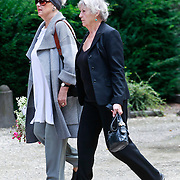 NLD/Amsterdam/20110729 - Uitvaart actrice Ina van Faassen, Kitty Courbois en …………