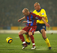 Fotball<br /> Premier League 2004/2005<br /> 06.11.2004<br /> Foto: SBI/Digitalsport<br /> NORWAY ONLY<br /> <br /> Crystal Palace v Arsenal<br /> <br /> Andrew Johnson of Crystal Palace clashes with Pascal Cygan of Arsenal