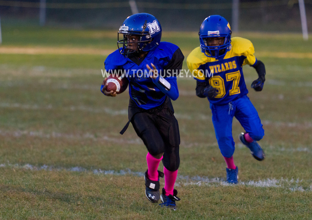 Middletown, New York  - Middletown plays Washingtonville in an Orange County Youth Football League game at Watts Park on Oct. 11, 2014.