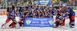 14.04.2015, Albert Schultz Eishalle, Wien, AUT, EBEL, UPC Vienna Capitals vs EC Red Bull Salzburg, Finale, 4.Spiel, EC Red Bull Salzburg ist Meister, im Bild Meisterfoto EC Red Bull Salzburg // during the Erste Bank Icehockey League 4th final match between UPC Vienna Capitals and EC Red Bull Salzburg at the Albert Schultz Ice Arena in Vienna, Austria on 2015/04/14. EXPA Pictures © 2015, PhotoCredit: EXPA/ Alexander Forst