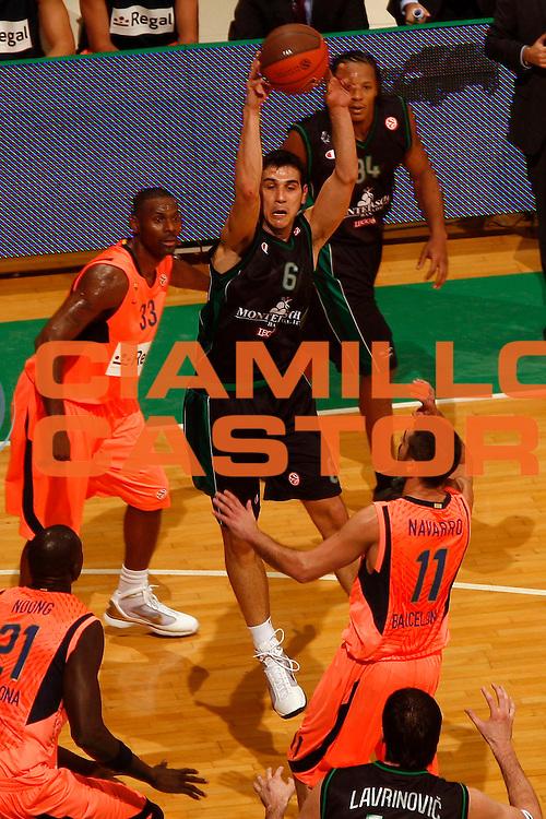 DESCRIZIONE : Siena Eurolega 2009-10 Montepaschi Siena Regal FC Barcelona<br /> GIOCATORE : Nikos Zisis<br /> SQUADRA : Montepaschi Siena<br /> EVENTO : Eurolega 2009-2010<br /> GARA : Montepaschi Siena Regal FC Barcelona<br /> DATA : 26/11/2009 <br /> CATEGORIA : passaggio<br /> SPORT : Pallacanestro <br /> AUTORE : Agenzia Ciamillo-Castoria/P.Lazzeroni<br /> Galleria : Eurolega 2009-2010 <br /> Fotonotizia : Siena Eurolega 2009-10 Montepaschi Siena Regal FC Barcelona<br /> Predefinita :