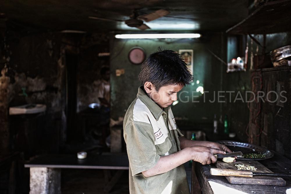 Kolkata_KolayMarket_near_SealdahStation_HowrahBridge_FlowerMarket_India...Photo by Ingetje Tadros..