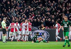 21-01-2018 NED: AFC Ajax - Feyenoord, Amsterdam<br /> Ajax was met 2-0 te sterk voor Feyenoord / Donny van de Beek #6 of AFC Ajax wordt bejubeld door de Ajax spelers als hij de 1-0 binnenschiet