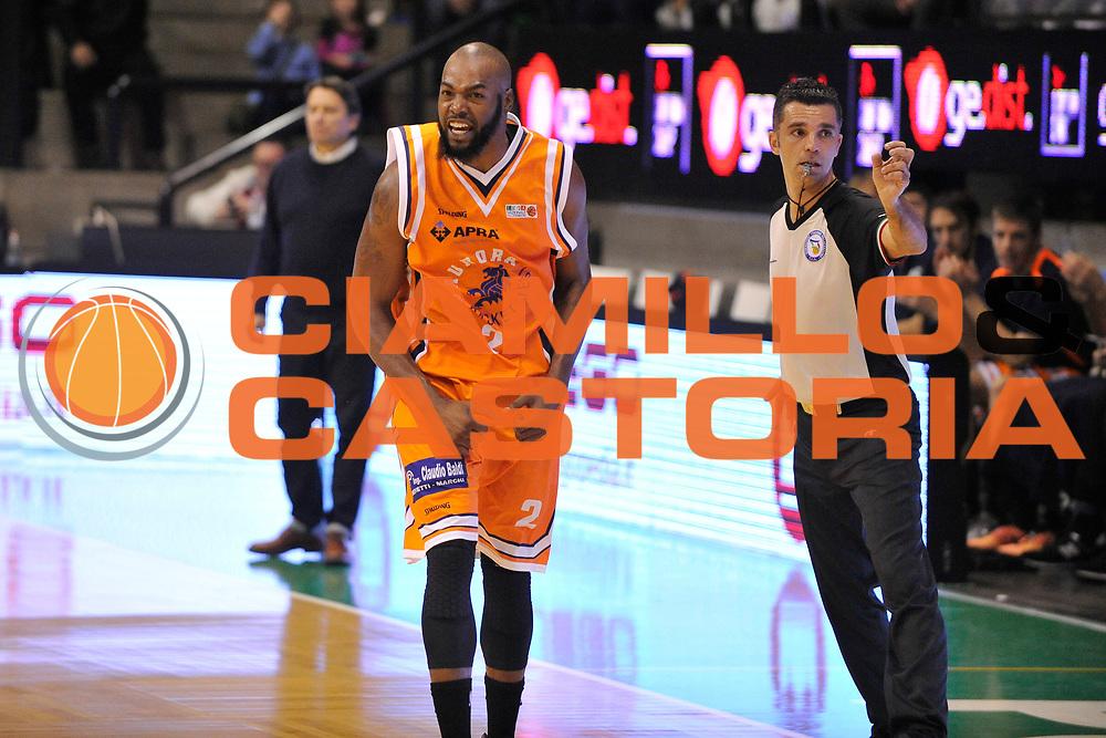 DESCRIZIONE : Treviso Lega due 2015-16  Universo Treviso De Longhi - Aurora Basket Jesi<br /> GIOCATORE : neiko hunter<br /> CATEGORIA : Esultanza<br /> SQUADRA : Universo Treviso De Longhi - Aurora Basket Jesi<br /> EVENTO : Campionato Lega A 2015-2016 <br /> GARA : Universo Treviso De Longhi - Aurora Basket Jesi<br /> DATA : 31/10/2015<br /> SPORT : Pallacanestro <br /> AUTORE : Agenzia Ciamillo-Castoria/M.Gregolin<br /> Galleria : Lega Basket A 2015-2016  <br /> Fotonotizia :  Treviso Lega due 2015-16  Universo Treviso De Longhi - Aurora Basket Jesi