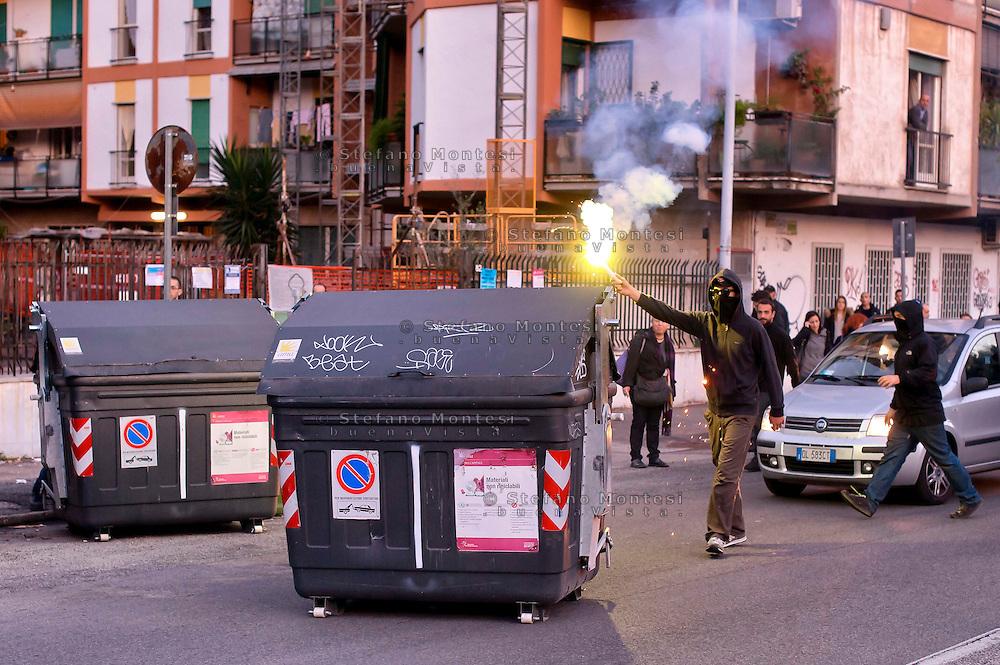 Roma  14 Novembre 2014<br /> Manifestazione degli antifascisti  per protestare contro i fascisti di CasaPound e  Mario Borghezio europarlamentare della Lega Nord, che al Quartiere  Fidene manifestano contro gli immigrati.<br /> Rome November 14, 2014<br /> Demonstration of the anti-fascist protest against the fascists CasaPound and the Northern League MEP Mario Borghezio,that protest against immigrants at neighborhood Fidene. Protesters spill the bins in the street