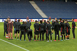 19.10.2016, Red Bull Arena, Salzburg, AUT, UEFA EL, FC Red Bull Salzburg vs OGC Nizza, Gruppe I, Training, im Bild Spielerbesprechung mit Trainer Lucien Favre (OGC Nizza) // Team with Coach Lucien Favre (OGC Nizza) during Trainingssession before the UEFA Europa League group I match between FC Red Bull Salzburg and OGC Nizza at the Red Bull Arena in Salzburg, Austria on 2016/10/19. EXPA Pictures © 2016, PhotoCredit: EXPA/ JFK
