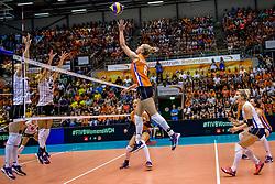 23-08-2017 NED: World Qualifications Belgium - Netherlands, Rotterdam<br /> De Nederlandse volleybalsters hebben op het WK-kwalificatietoernooi ook hun tweede duel in winst omgezet. Oranje overklaste Belgi&euml; en won met 3-0 (25-18, 25-18, 25-22). Eerder werd Griekenland ook al met 3-0 verslagen / Maret Balkestein-Grothues #6 of Netherlands