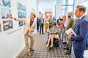 opening tentoonstelling 'oog voor anders' door minister Hugo de Jonge (VWS) op ministerie van VWS.