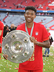 18.05.2019, Allianz Arena, Muenchen, GER, 1. FBL, FC Bayern Muenchen vs Eintracht Frankfurt, 34. Runde, Meisterfeier nach Spielende, im Bild David Alaba mit Meisterschale // during the celebration after winning the championship of German Bundesliga season 2018/2019. Allianz Arena in Munich, Germany on 2019/05/18. EXPA Pictures © 2019, PhotoCredit: EXPA/ SM<br /> <br /> *****ATTENTION - OUT of GER*****