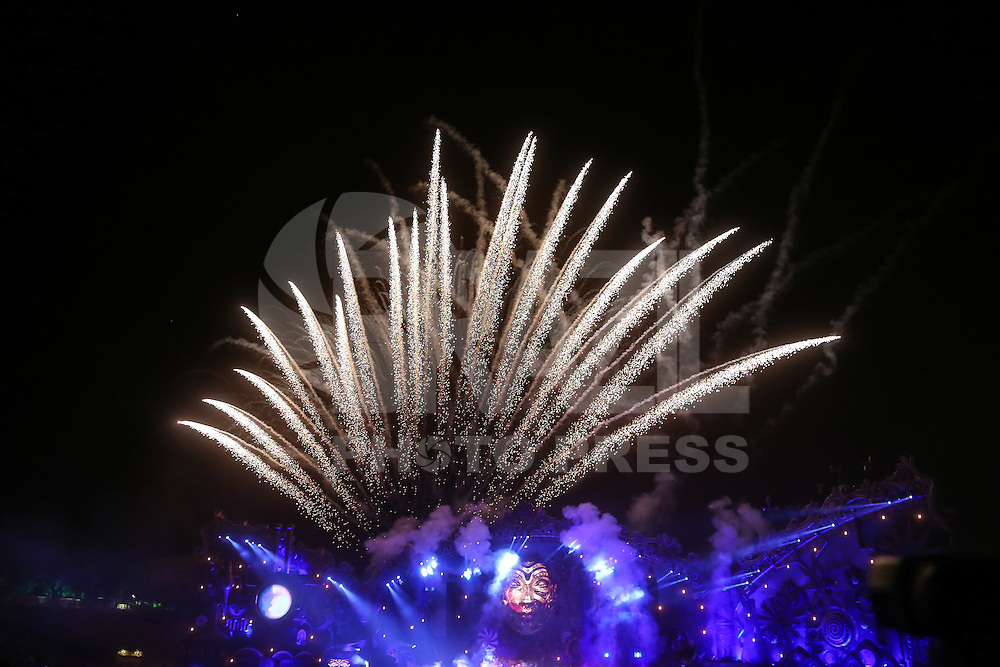 ITU, SP, 21.04.2016 - TOMORROWLAND-BRASIL - Movimentação do público durante o segundo dia do Tomorrowland Brasil, realizada no Parque Maeda, em Itu (SP), nesta quinta-feira, 21. O evento acontece até sábado dia 23 de abril. (Foto: William Volcov/Brazil Photo Press)