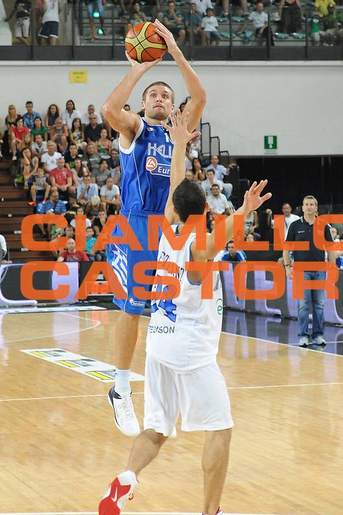 DESCRIZIONE : Rimini Trofeo Tassoni Italia Greece Italy Grecia<br /> GIOCATORE : Michael Bramos<br /> CATEGORIA : tiro<br /> SQUADRA : Grecia<br /> EVENTO : Trofeo Tassoni<br /> GARA : Italia Greece Italy Grecia<br /> DATA : 14/08/2011<br /> SPORT : Pallacanestro<br /> AUTORE : Agenzia Ciamillo-Castoria/GiulioCiamillo<br /> Galleria : Fip Nazionali 2011 <br /> Fotonotizia : Rimini Trofeo Tassoni Italia Greece Italy Grecia<br /> Predefinita :