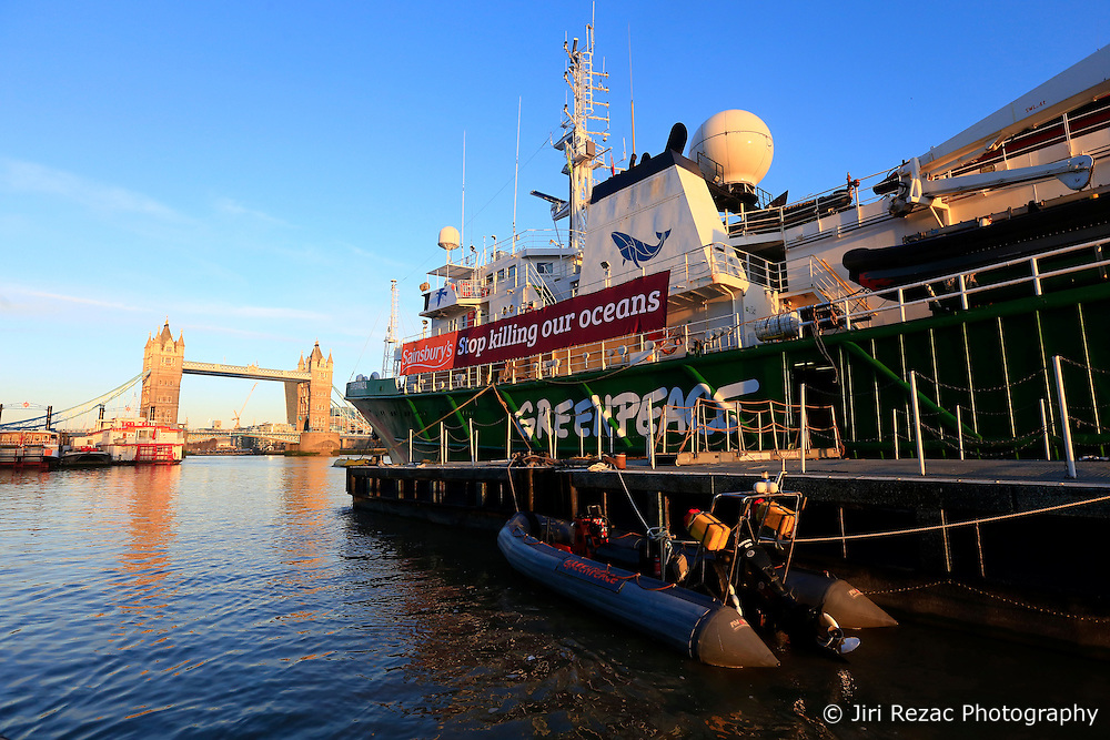 UK ENGLAND LONDON 18NOV16 - The Greenpeace ship Esperanza lies moored next to Tower Bridge in central  London.<br /> <br /> jre/Photo by Jiri Rezac<br /> <br /> &copy; Jiri Rezac 2016