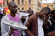 Roma 23 Aprile 2015<br /> Manifestazione della Coalizione internazionale San-Papiers,migranti, rifugiati in Piazza Montecitorio, all'indomani del naufragio che ha causato la morte di 900 migranti, per chiedere di cambiare le politiche sull'immigrazione il diritto alla libertà di movimento in Europa.<br /> Rome April 23, 2015<br /> Demonstration of the International Coalition San-Papiers, migrants, refugees in Piazza Montecitorio, in the aftermath of the wreck that caused the death of 900 migrants, to ask to change immigration policies and the right to freedom of movement in Europe.
