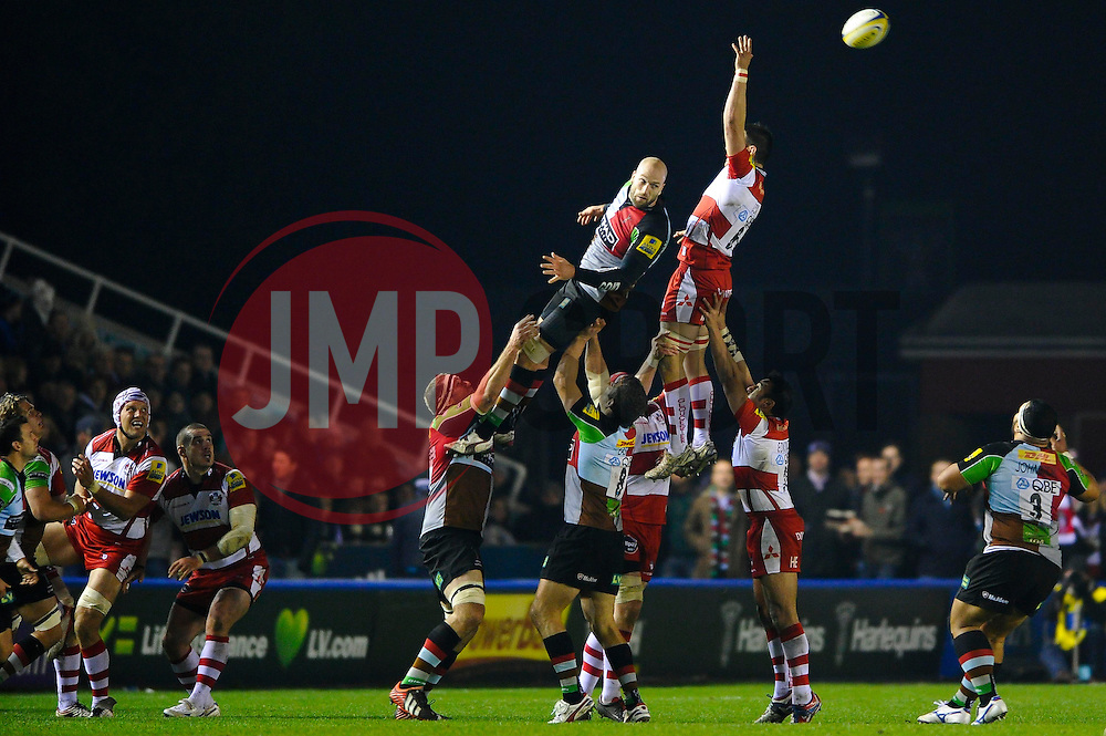A lineout ball goes over the top of the jumpers during the second half of the match - Photo mandatory by-line: Rogan Thomson/JMP - Tel: Mobile: 07966 386802 03/11/2012 - SPORT - RUGBY - Twickenham Stoop - London. Harlequins v Gloucester - Aviva Premiership