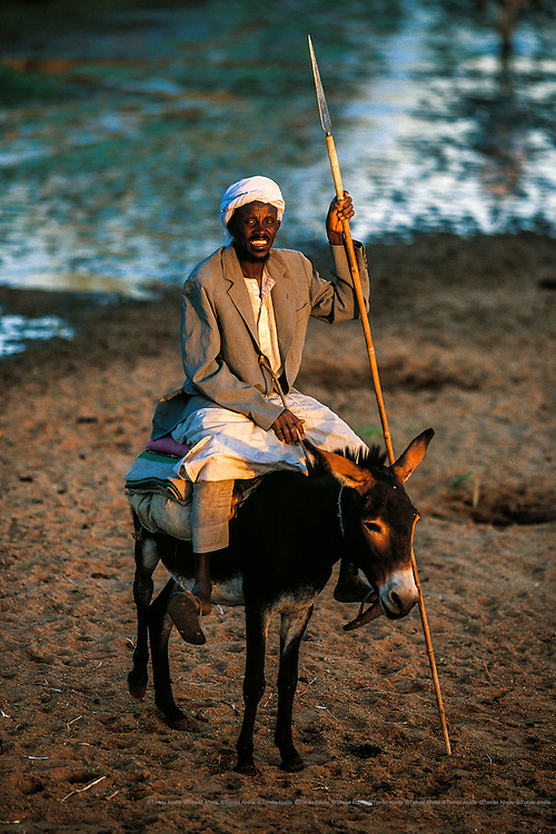 In Guera, water sources are dwindling and there is sustained growth of the population and the cattle that use them. The pressure the communities put on water resources fans the flames of conflict between villages over their ownership.