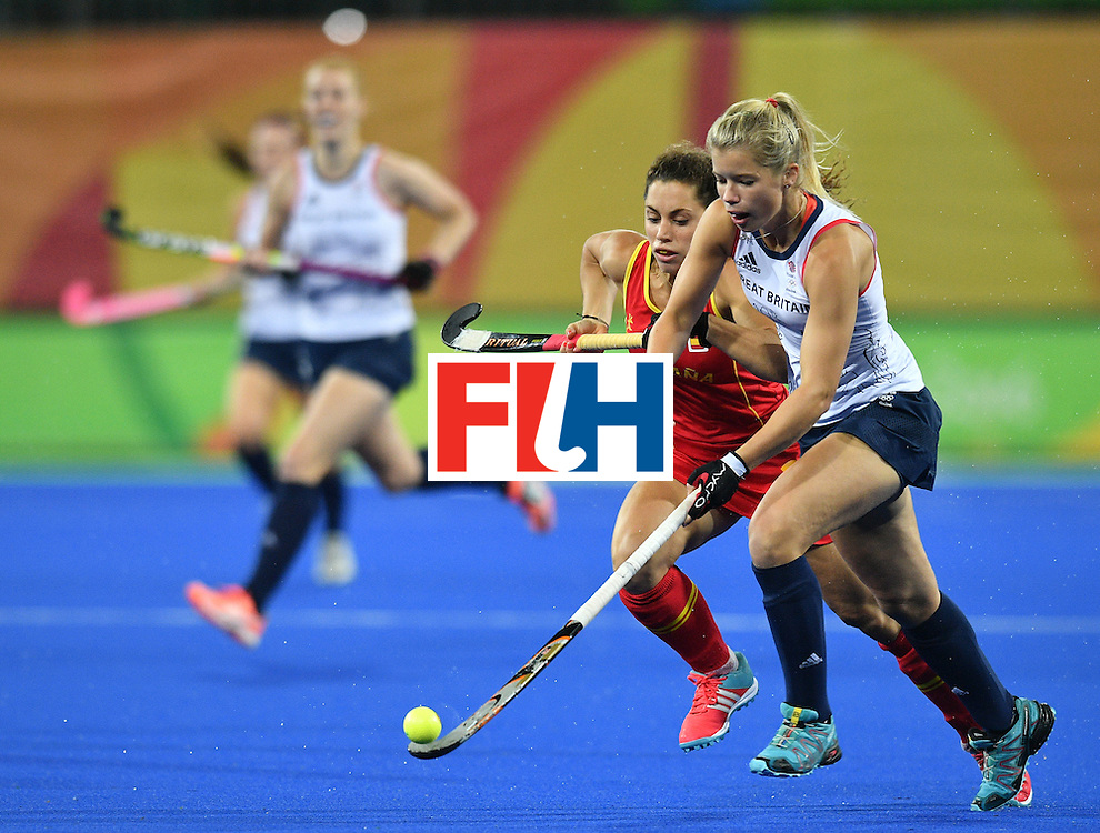 Britain's Sophie Bray (R) vies with Spain's Gigi Oliva during the women's quarterfinal field hockey Britain vs Spain match of the Rio 2016 Olympics Games at the Olympic Hockey Centre in Rio de Janeiro on August 15, 2016. / AFP / Carl DE SOUZA        (Photo credit should read CARL DE SOUZA/AFP/Getty Images)