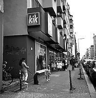 Berlin street photography 2010. Gatefotografi fra Berlin i 2010.<br /> <br /> Foto: Svein Ove Ekornesvåg