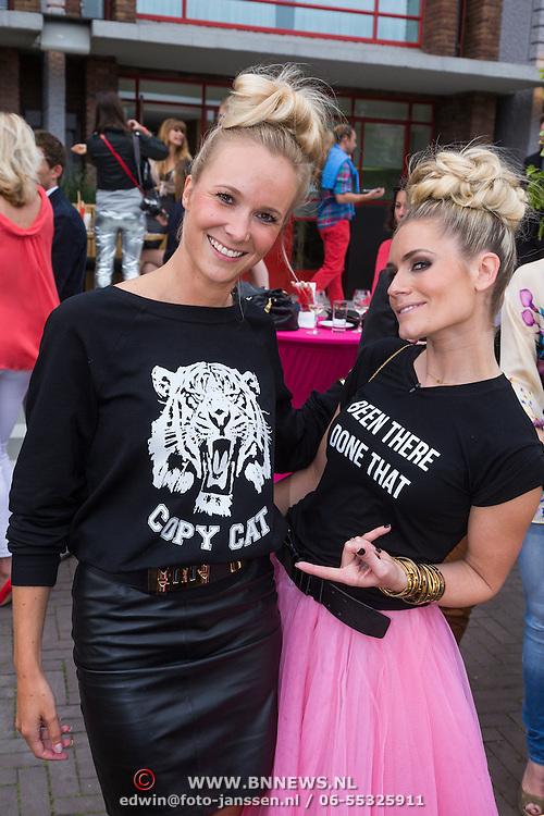 """NLD/Amsterdam/20130626 - Uitreiking Jackie""""s Best Dressed 2013, Nikkie Plessen met haar nieuwe tshirt lijn genaamd copycat nav haar kopieren van haar eerste collectie"""