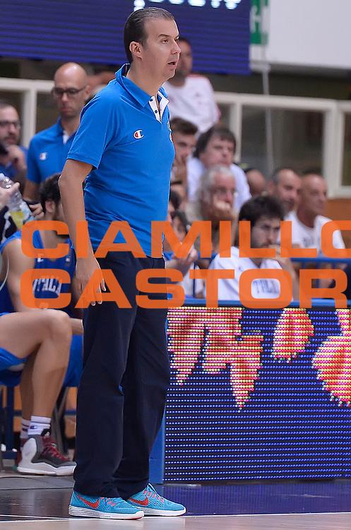 DESCRIZIONE : Trento Nazionale Italia Uomini Trentino Basket Cup Italia Paesi Bassi Italy Netherlands <br /> GIOCATORE : Simone Pianigiani<br /> CATEGORIA : allenatore coach<br /> SQUADRA : Italia Italy<br /> EVENTO : Trentino Basket Cup<br /> GARA : Italia Paesi Bassi Italy Netherlands<br /> DATA : 30/07/2015<br /> SPORT : Pallacanestro<br /> AUTORE : Agenzia Ciamillo-Castoria/R.Morgano<br /> Galleria : FIP Nazionali 2015<br /> Fotonotizia : Trento Nazionale Italia Uomini Trentino Basket Cup Italia Paesi Bassi Italy Netherlands