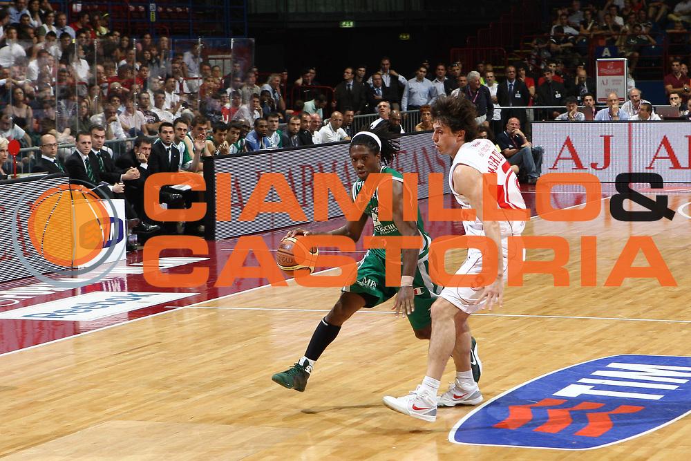 DESCRIZIONE : Milano Lega A 2008-09 Playoff Finale Gara 4 Armani Jeans Milano Montepaschi Siena<br /> GIOCATORE : Morris Finley<br /> SQUADRA : Montepaschi Siena<br /> EVENTO : Campionato Lega A 2008-2009 <br /> GARA : Armani Jeans Milano Montepaschi Siena<br /> DATA : 16/06/2009<br /> CATEGORIA : palleggio<br /> SPORT : Pallacanestro <br /> AUTORE : Agenzia Ciamillo-Castoria/C.De Massis