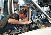 Foto Automechaniker an die Arbeit