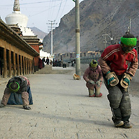 APRIL 5, 2012 : Tibetan nomads pray in the streets of Labrang monastery .