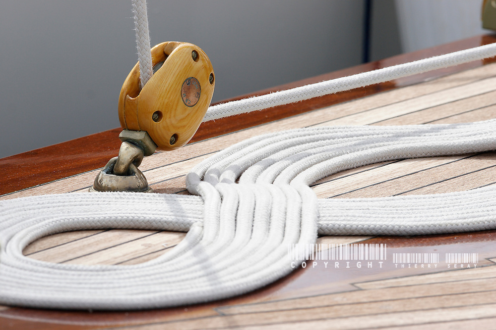 Illustration.Voiles d'Antibes 2007. WINCH, PULLEY, DECK, TECK : THE ART OF CLASSIC YACHTS- VOILIERS CLASSIQUE : DETAILS