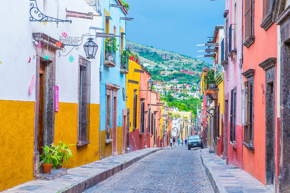 SAN MIGUEL DE ALLENDE , MEXICO - MAY 31 : Street view in San Miguel de Allende , Mexico on May 31 2015. The historic city San Miguel de Allende is UNESCO World Heritage Site since 2008.