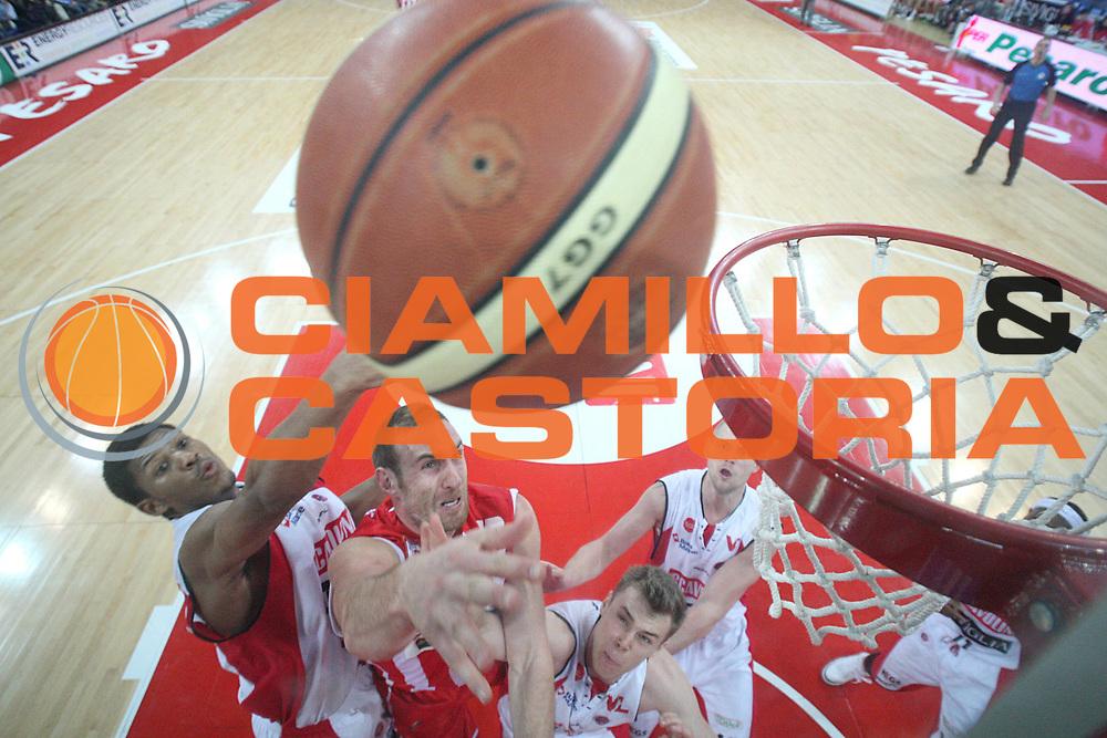 DESCRIZIONE : Pesaro Lega A 2010-11 Scavolini Siviglia Pesaro Banca Tercas Teramo<br /> GIOCATORE : Kevin Fletcher<br /> SQUADRA : Banca Tercas Teramo<br /> EVENTO : Campionato Lega A 2010-2011<br /> GARA : Scavolini Siviglia Pesaro Banca Tercas Teramo<br /> DATA : 27/02/2011<br /> CATEGORIA : tiro special<br /> SPORT : Pallacanestro<br /> AUTORE : Agenzia Ciamillo-Castoria/C.De Massis<br /> Galleria : Lega Basket A 2010-2011<br /> Fotonotizia : Pesaro Lega A 2010-11 Scavolini Siviglia Pesaro Banca Tercas Teramo<br /> Predefinita :